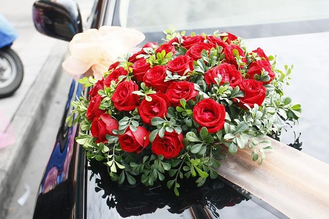 Rosenbukett-Hochzeitsauto