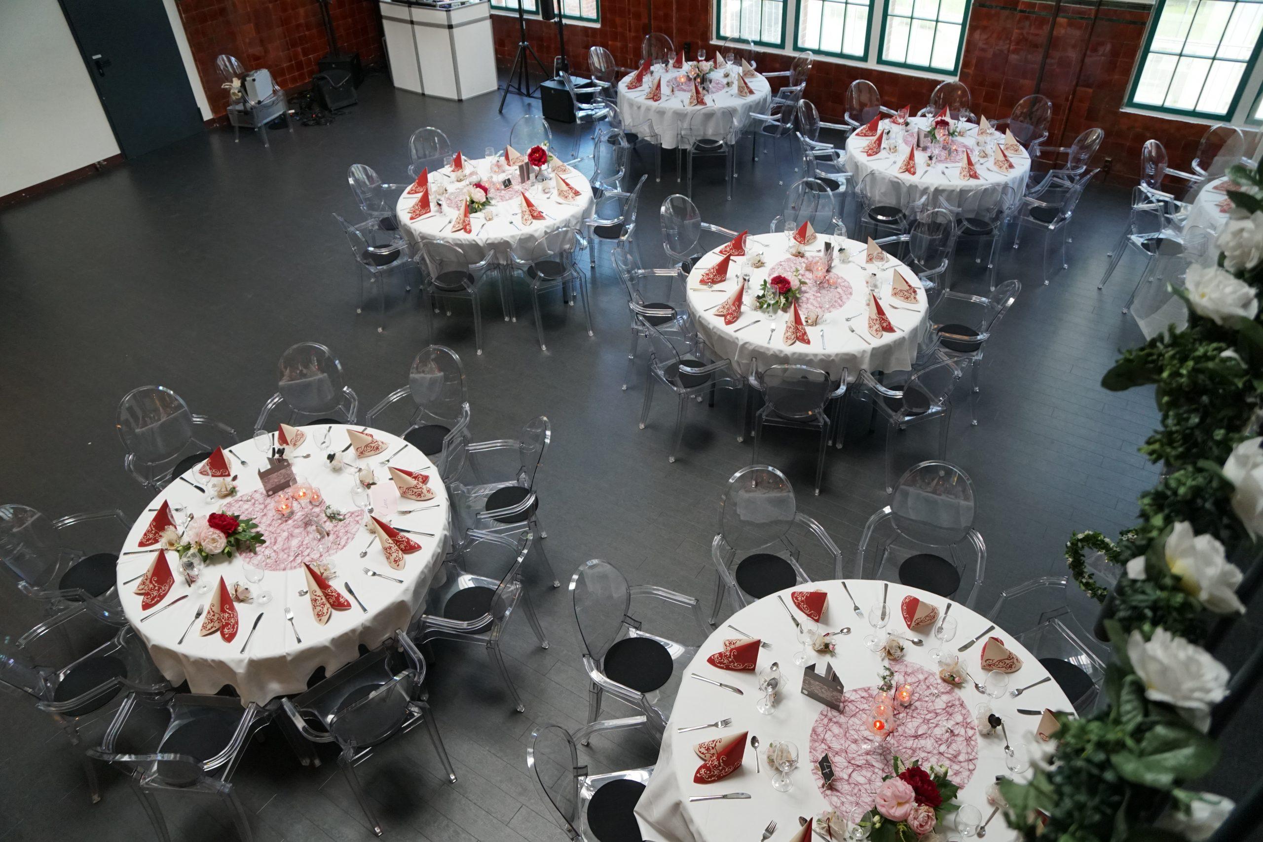 Hochzeitsdeko im The Mix Altrosa/Bordaux